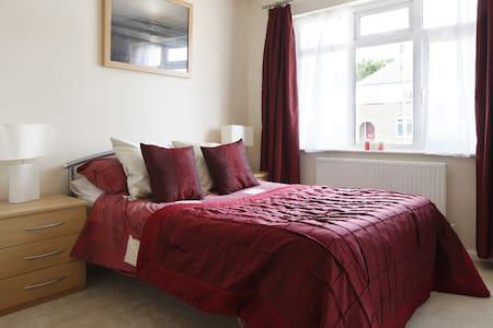 Stunning Double Room, quiet street - Portslade - Casa