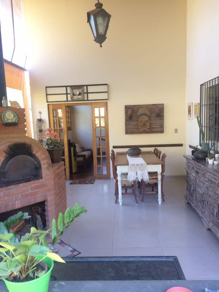 Linda chácara Atibaia c/ piscina - casa avulsa