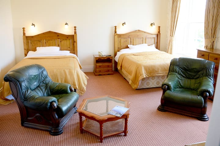 Room 9 w/Breakfast! At Belmont Hall - Newry - Bed & Breakfast