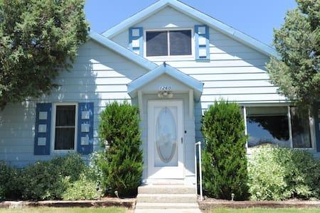 Blue Cottage Vacation Rental - Challis - Dom