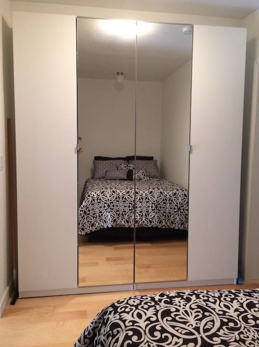 Modern JR 1 BR Apt - Heart of SB