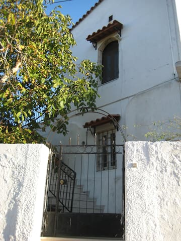 Nid/Nest 10' from Rethymnon and northern beaches! - Kastellos - House