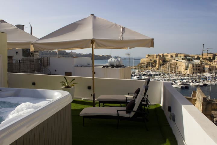 Birgu Lodge Palazzino (with jacuzzi) luxury 2-4