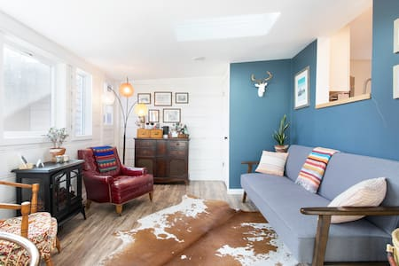 Bright & eclectic home in heart of Boulder (Room)