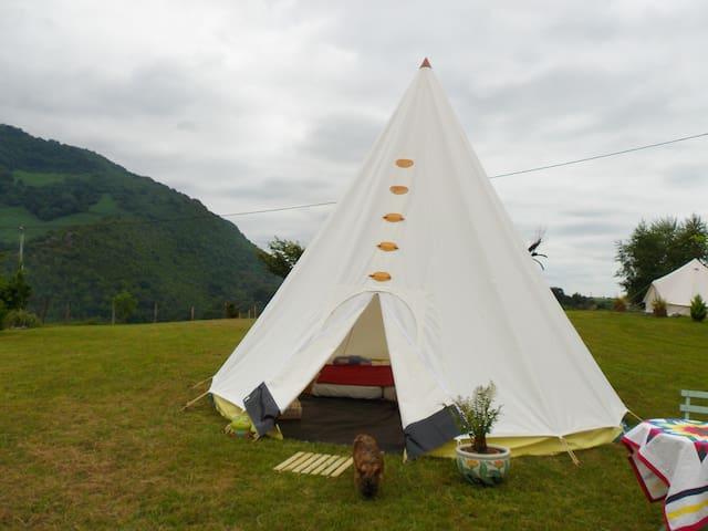 Nouveau tipi - Arthez-d'Asson - Kızılderili Çadırı