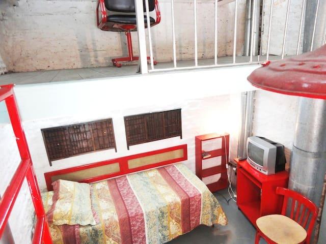 Small apartment! private bathroom!