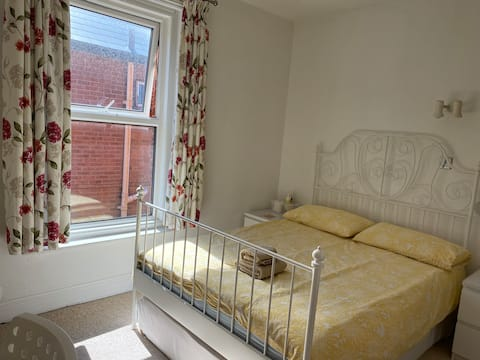 Large and quiet  room close to Bournemouth centre/