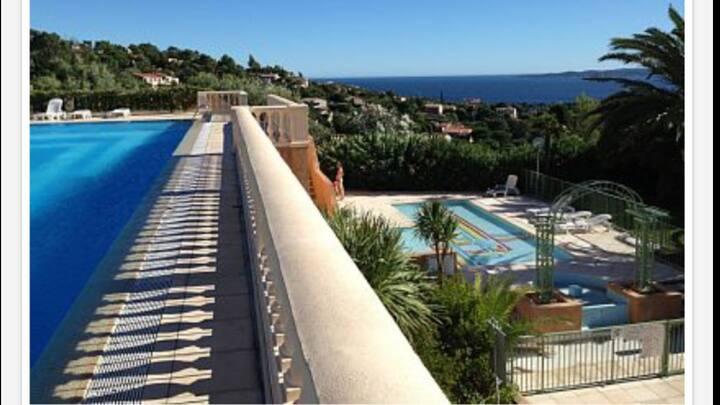 Les Issambres F2 6p piscine vue mer
