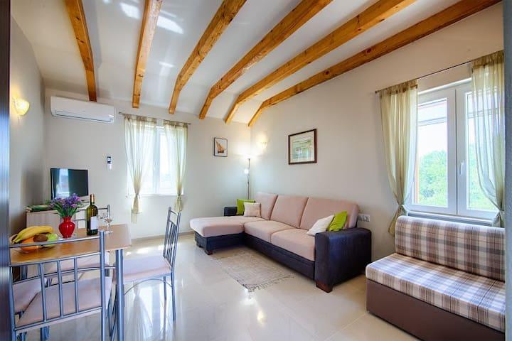 Apartment Tramontana - Komiža
