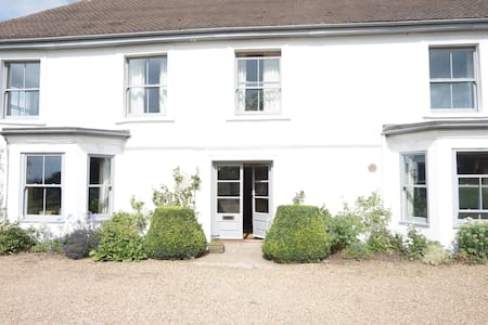 Comfortable farm house near London - Nazeing