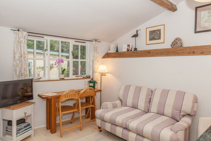 Self contained Dorset hideaway in historic village - Blandford Forum - House