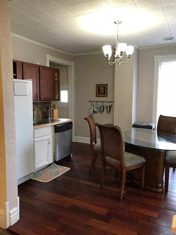 Home Sweet Home-Spacious 4 Bdrm 2 Bath