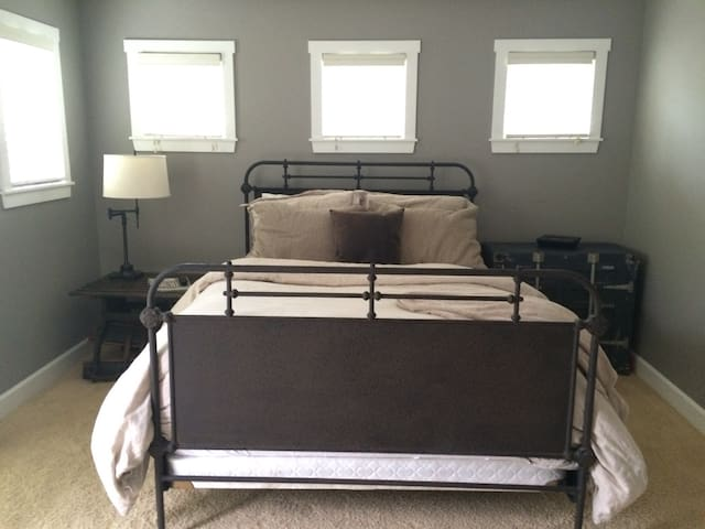 Beach House Master Suite - Cardiff by the Sea - House