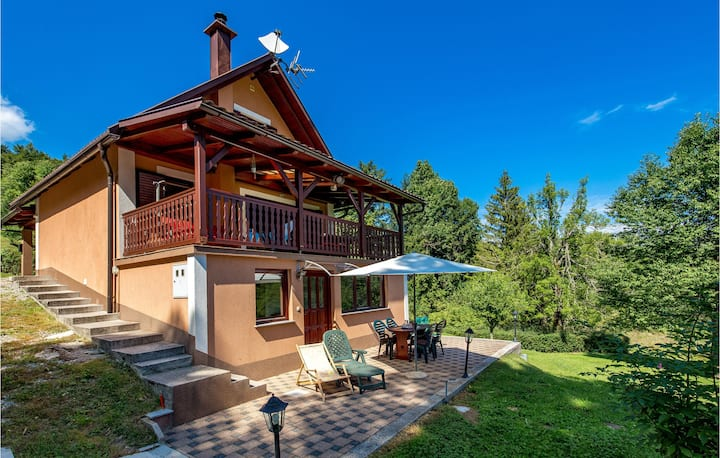 Awesome home in Mrzla Vodica with Outdoor swimming pool and 3 Bedrooms