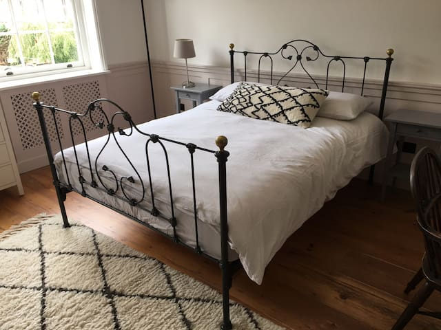 Lovely light newly decorated king-size bedroom