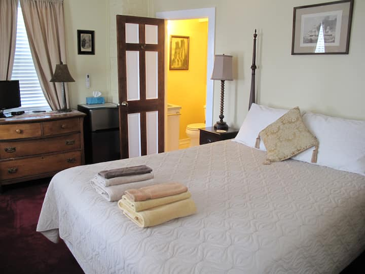 Room 2 - Queen bed & PRIVATE bath