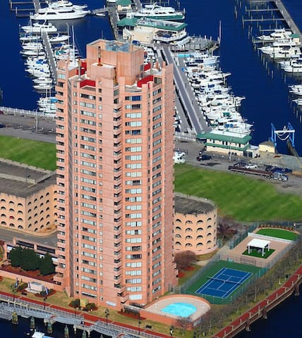 25 Story high rise, overlooking Waterside! (22D)