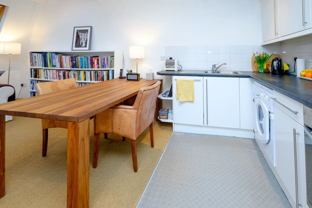 Kitchen that's fully equipped with dining table