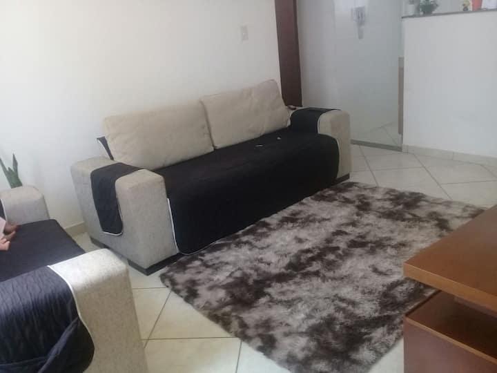 Apartamento aconchegante em ambiente familiar.
