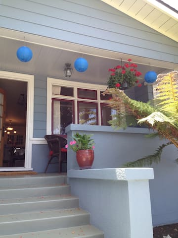 Classic Craftsman on Lighthouse Ave - Pacific Grove - Huoneisto