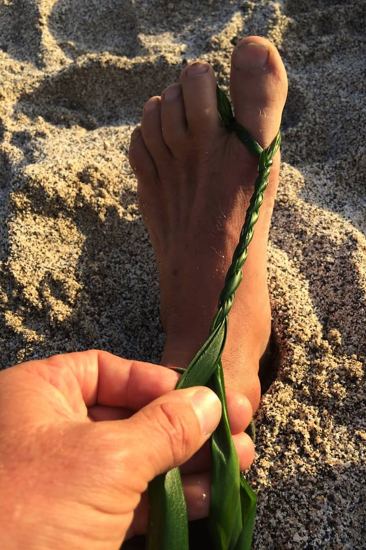 Making Ti/Ki leaf lei
