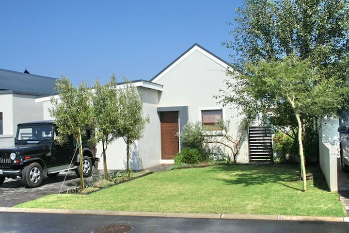 Family Holiday Home in Sandbaai - Sandbaai - Casa