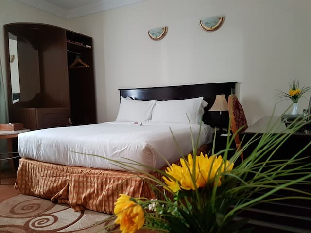Just 2 minute Walking from Union Metro Station