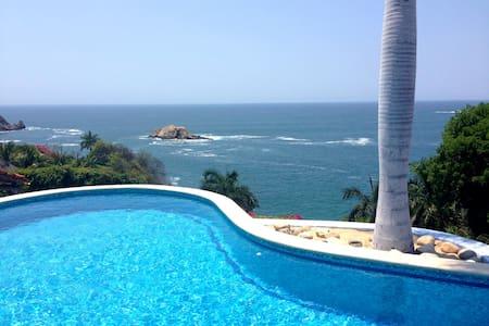 LA TEHUANA,Suite Colibrí, alberca y playa privada! - Crucecita