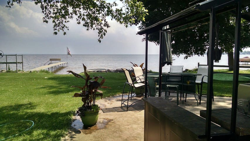 Lake Life - Neenah - House