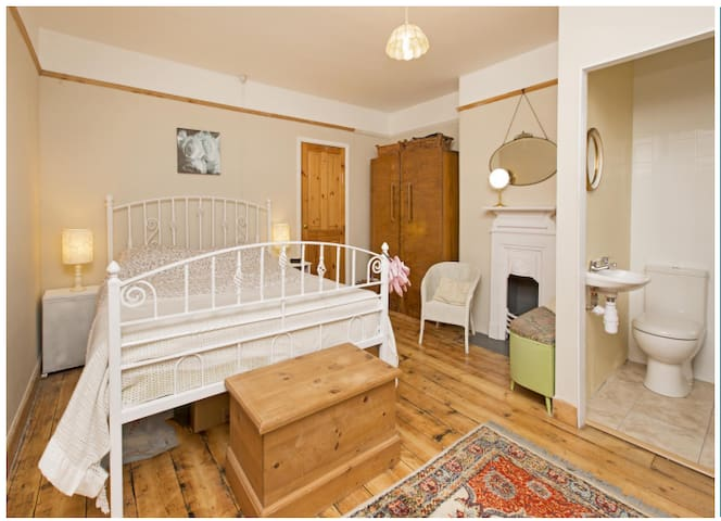Wellesley House; Large, private en-suite room - Taunton - บ้าน