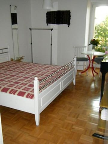 Nice room 5 min from tube, 3 Stops to Munich Fair