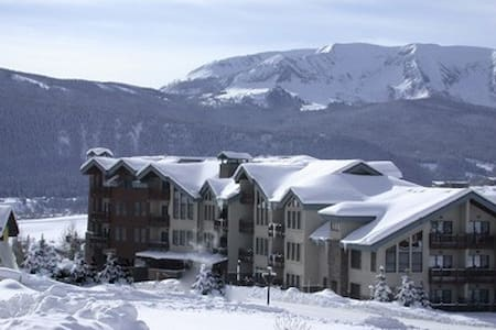 Ski in and Out 3BR/3BA, 2 Stories