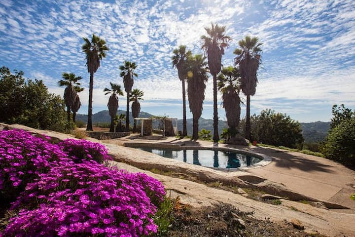 Relax @ Hacienda on 2.5 acres with pool and views! - Valley Center - Ev