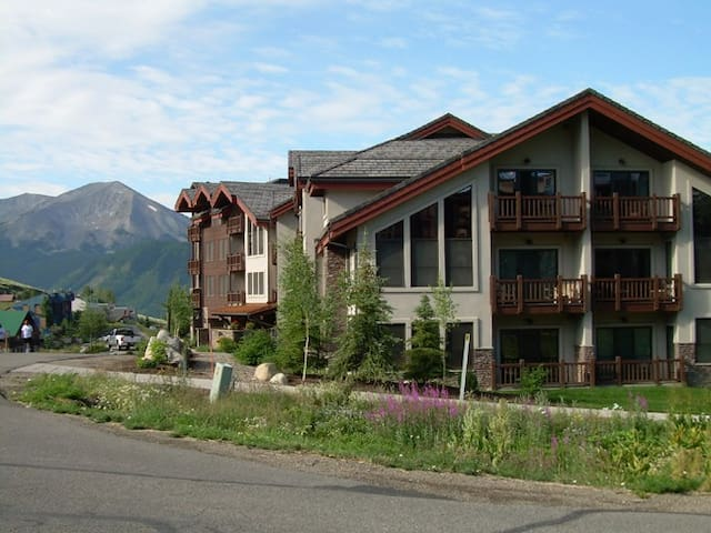 Ski in and Out 3BR/3BA, 2 Stories - Crested Butte - Huoneisto