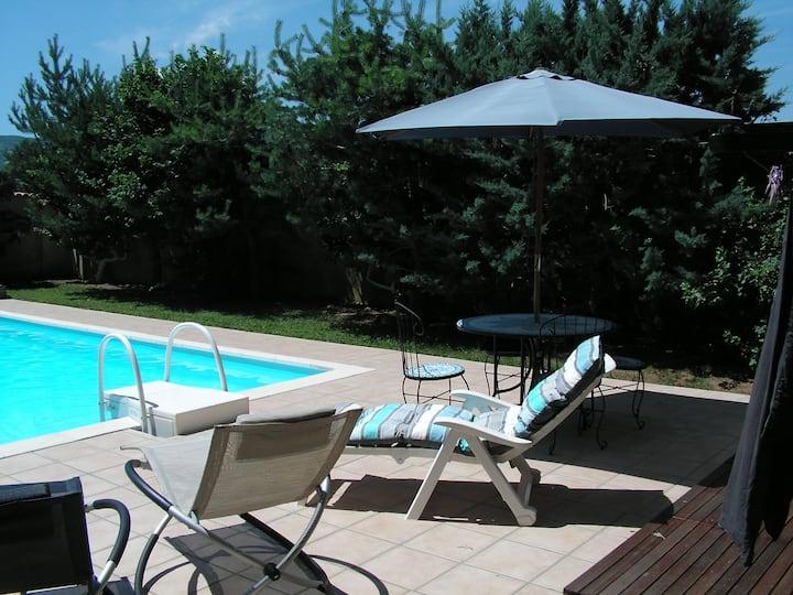 Studio 4 couchages avec piscine proche Cézallier