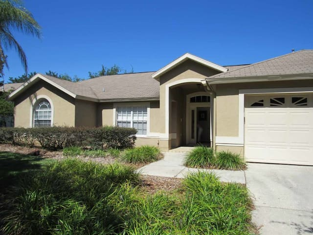 Greater Groves 4/2 pool home property, fully furnished, with full kitchen, and all linens and towels - CLERMONT
