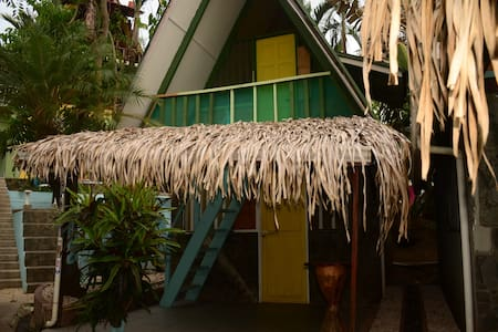 BUNGALOW TROPICAL FRENTE AL MAR