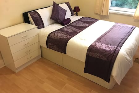 Charming room in Newport - double - Newport - 独立屋