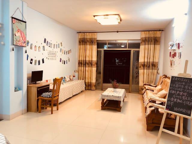 玉林市第一人民医院对面小区房,简单清新风格,统统匹配家庭装置哦,拎包入住。