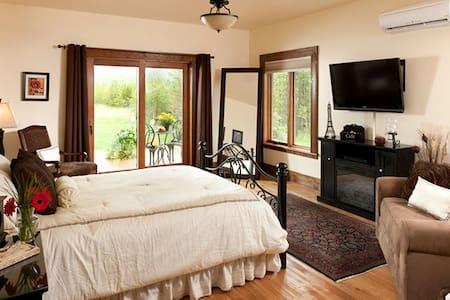 Chocolate Room - Cabin Creek Landing Bed & Breakfast