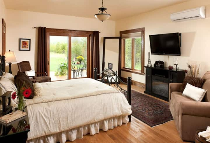 Chocolate Room - Cabin Creek Landing Bed & Breakfast