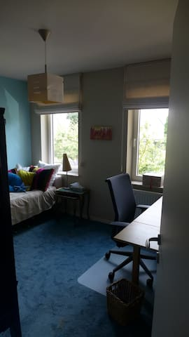 COSY decorated room, close to centre/station - Herent - Huis