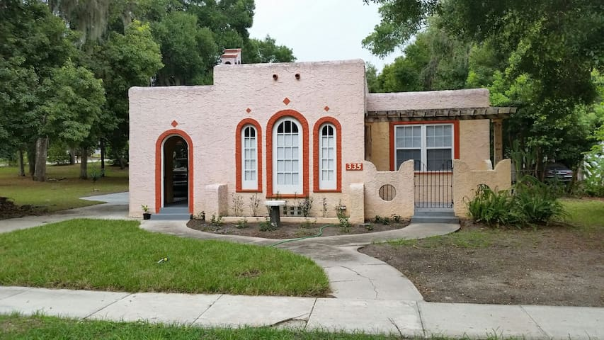 Quaint Spanish Bungalow downtown. - DeLand - Hus