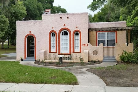 Quaint Spanish Bungalow downtown. - Casa