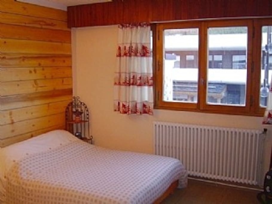 Large master bedroom with x 2 single beds