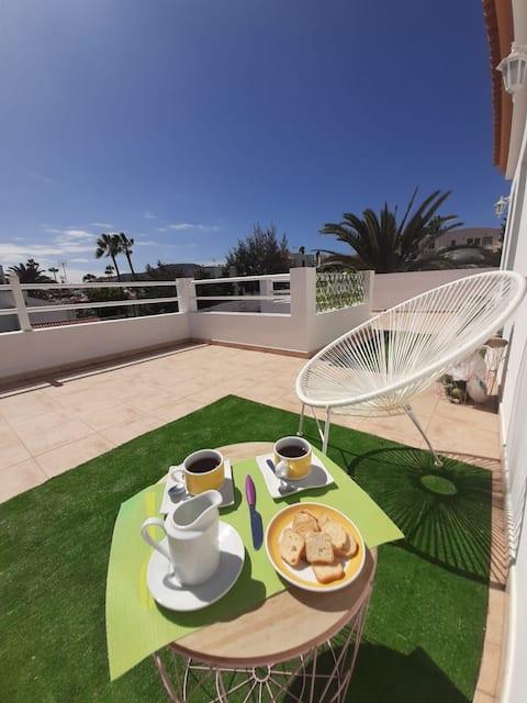 Dormitorio con baño y terraza privada Free WIFFI