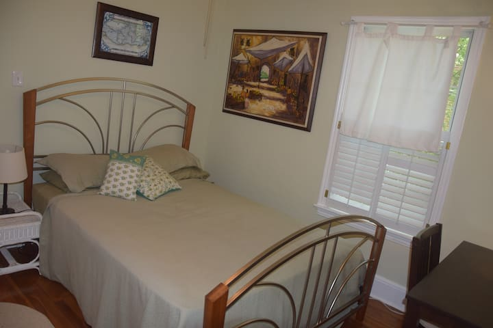 Cozy room with private bath - Newly upgraded bed! - Tallahassee - House