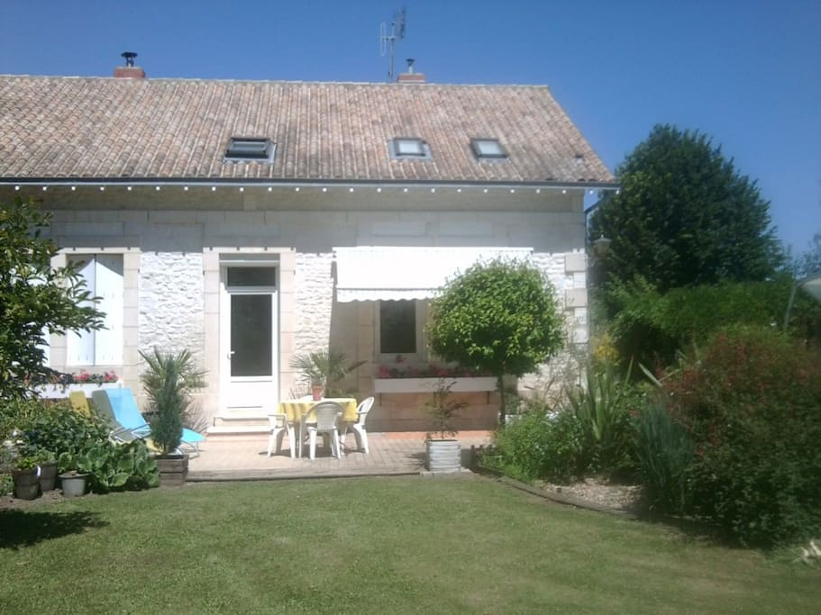 Chambre d 39 h te proche royan 5 plac bed and breakfasts for Maison hote royan