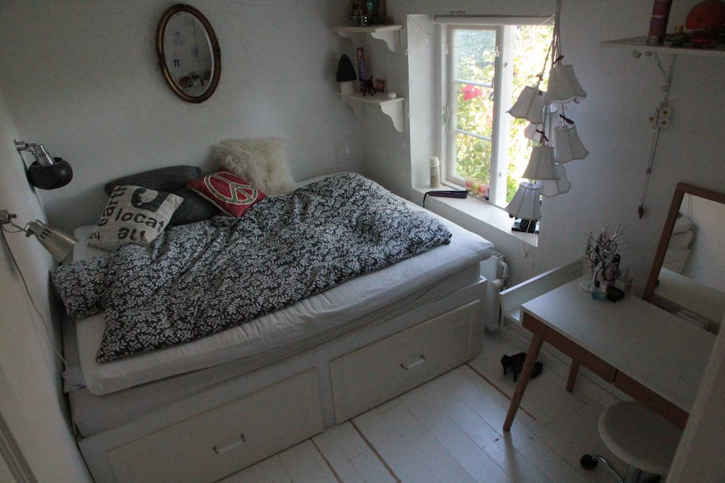 Teenage room with double bed