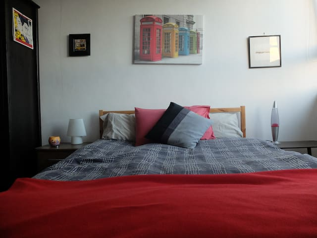 Bright double bedroom with a view - Londres - Appartement